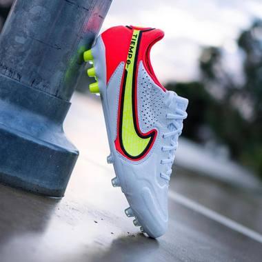 Motivation à bloc 💪⚽️  Motive toi avec les chaussures Tiempo Legend 9 Elite 🔥  Le pack @nikefootball Motivation est disponible chez Espacefoot 📲🛒  #espacefoot #nikefootball #nike #motivationpack #tiempo #tiempolegend #footballboots #soccerstore #soccershoes